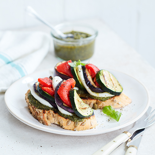 Mozzarellamacka med grillade grönsaker