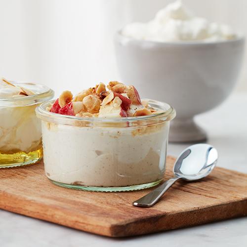 Äppelyoghurt med kanel och nötter
